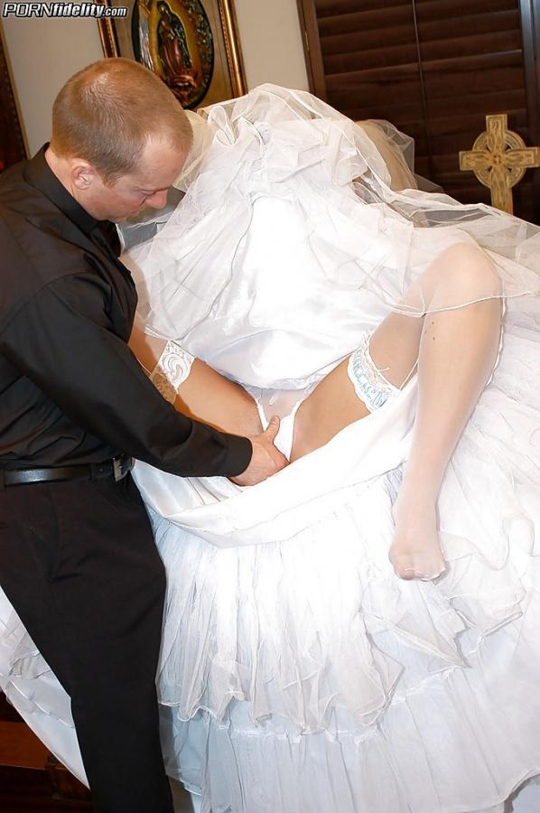 ебут невест на свадьбах фото